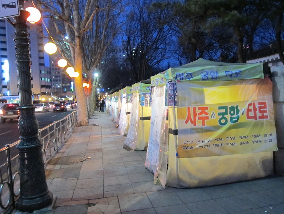 Vendors in downtown Seoul