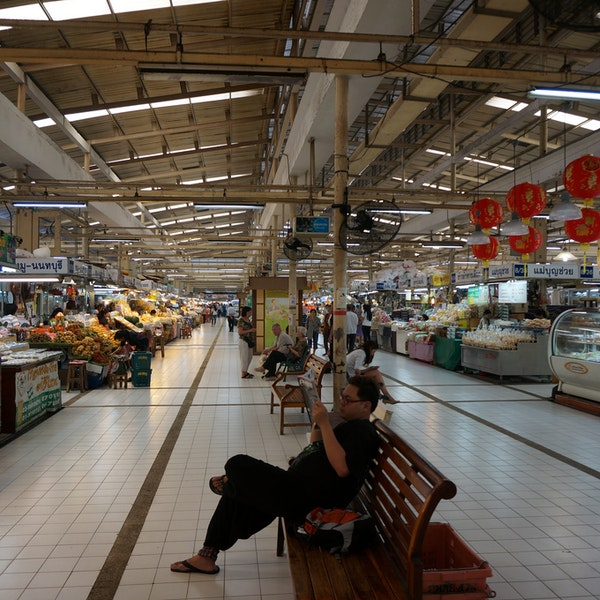 how to get to or tor kor market