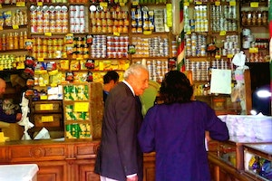 VALPARAISO, CHILE / A GROCER NEAR CALLE PEDRO MONTT