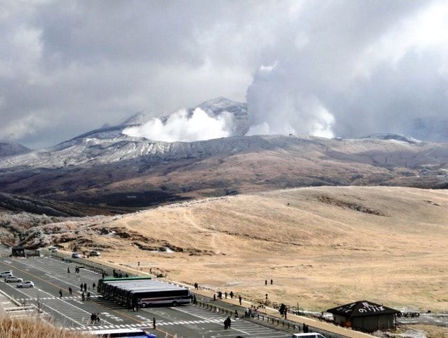 A glimpse of Japan's largest volcano