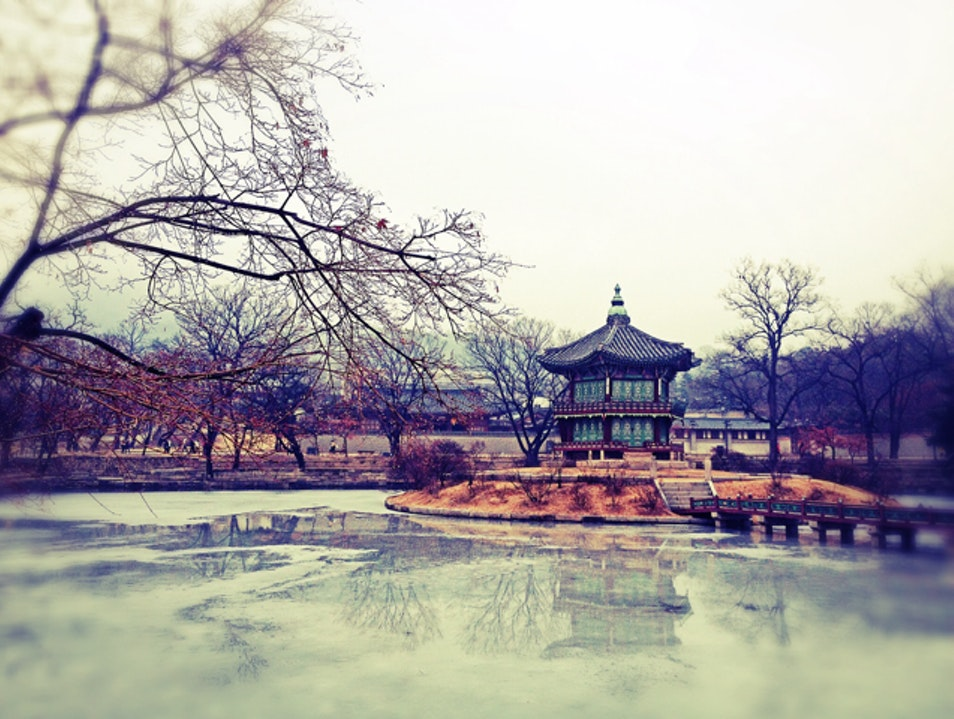Palace lake pavilion Seoul  South Korea