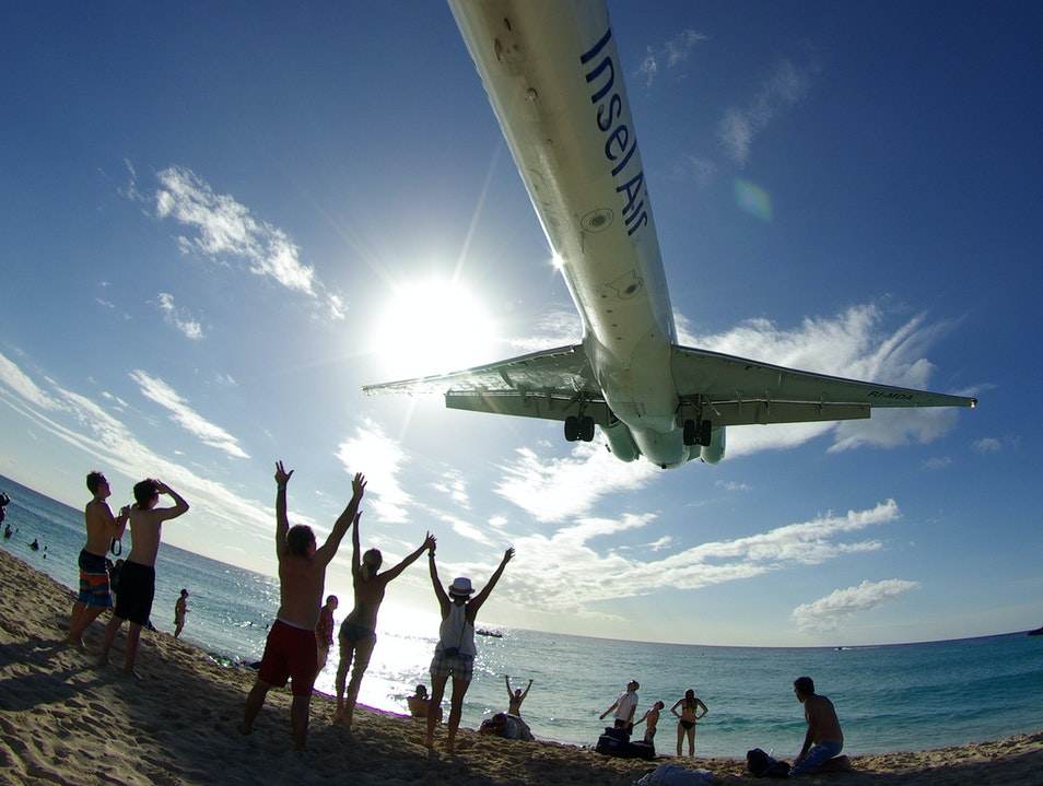 Plane Spotting at Maho Beach  Simpson Bay  Sint Maarten