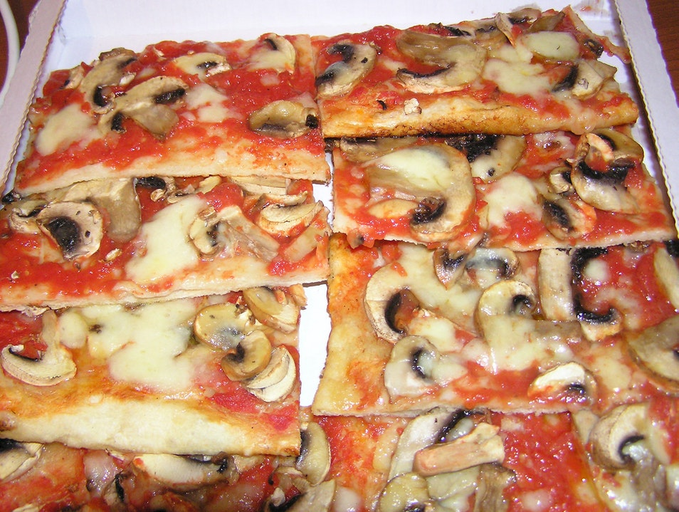 Surprisingly Good Pizza Slices at Trevi Fountain