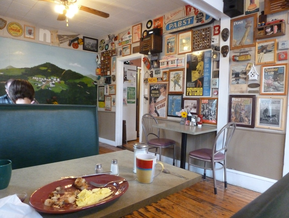Ralph's Cafe, a Diner's Surprise in Brooks, Maine