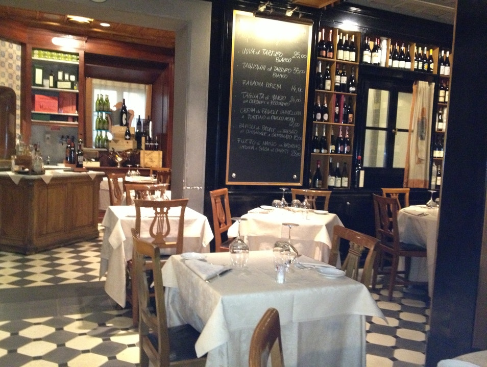 Convivial food and wine