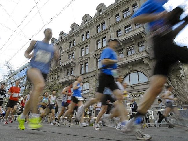 Cheer Marathoners Along the City's Best Sights