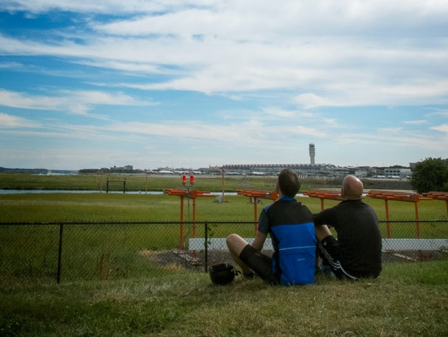 Watch the Planes Take Off from Gravelly Point