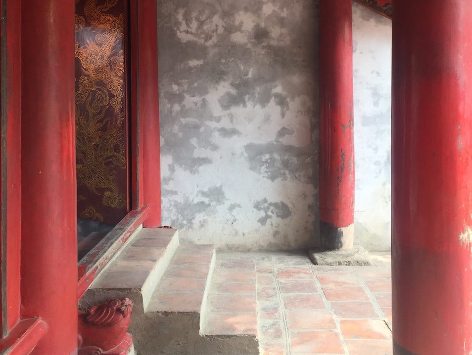 Stroll Through the Temple of Literature