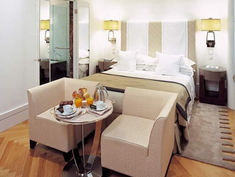 Moden luxury close to old city