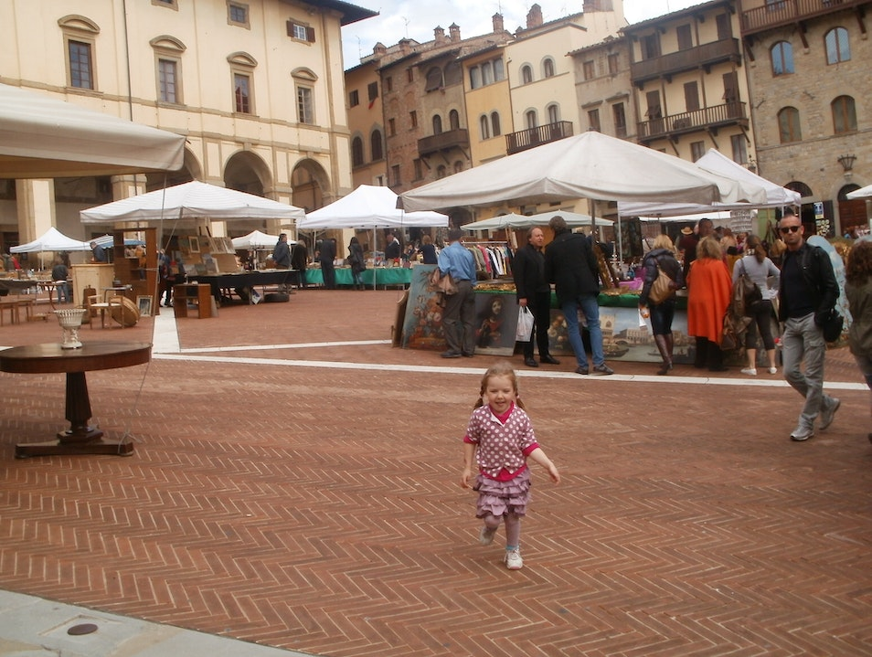 Shop! Italy's largest and oldest antiques fair. Arezzo  Italy