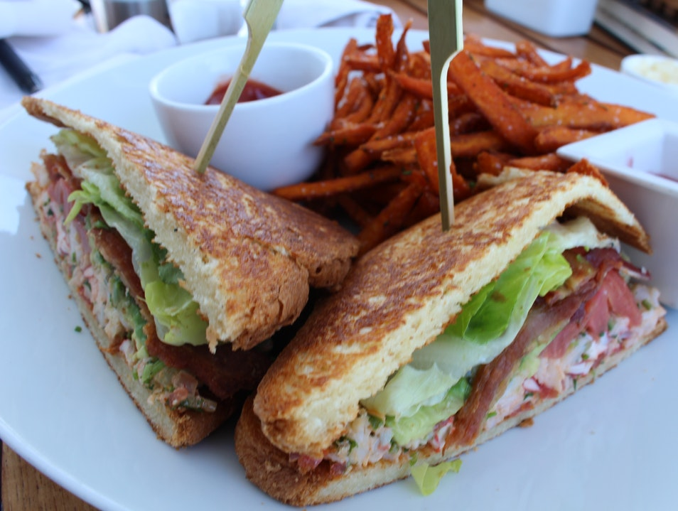 Lunch When You Want At The Peninsula Hotel's Cabanas