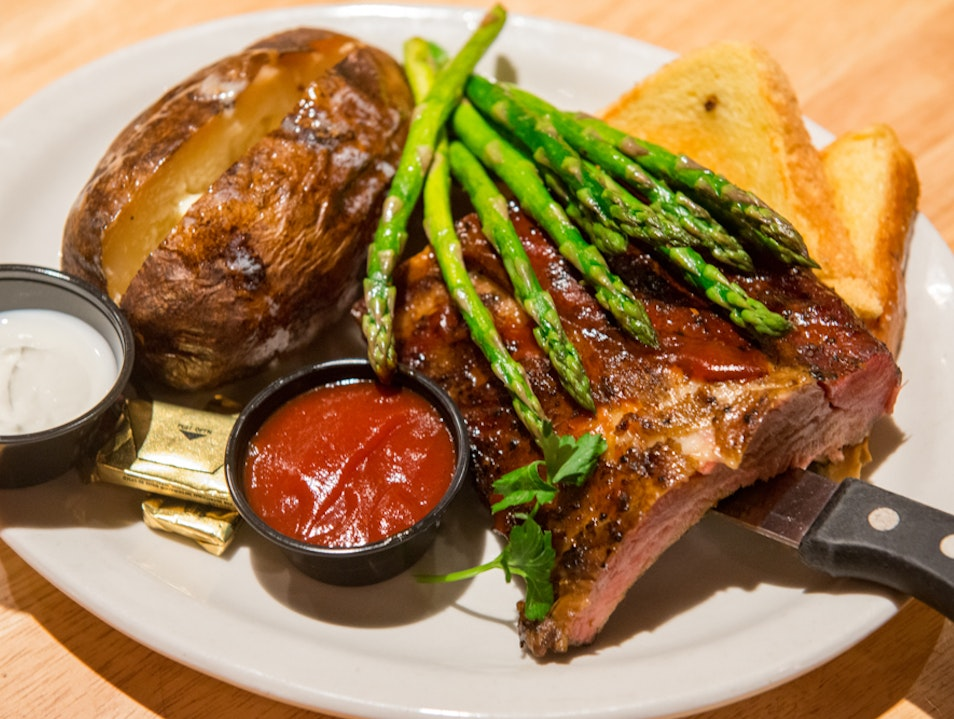 Chow Down at the Smokehouse