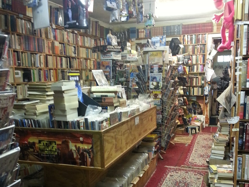 Hole In the Wall Books Falls Church Virginia United States