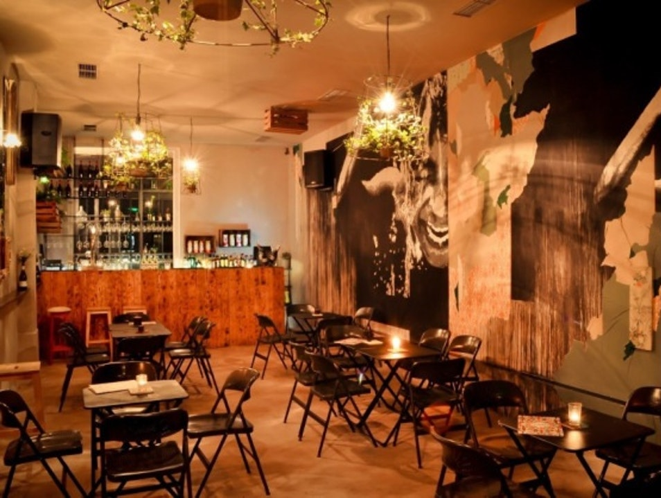 Raw decor and bohemian atmosphere