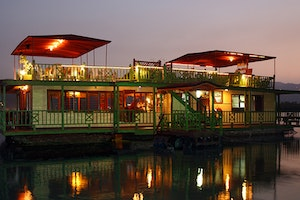 HouseBoat Grill Restaurant