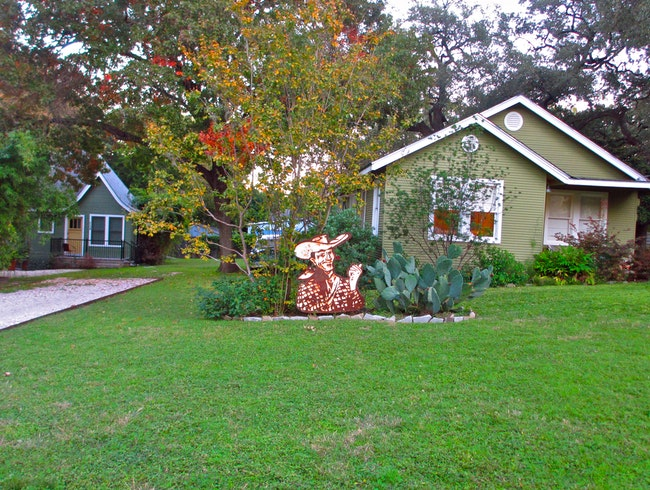 Eco-Friendly Guest Houses in Travis Heights