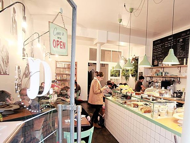 Organic coffee shop and canteen in the heart of the 5th arrondissement