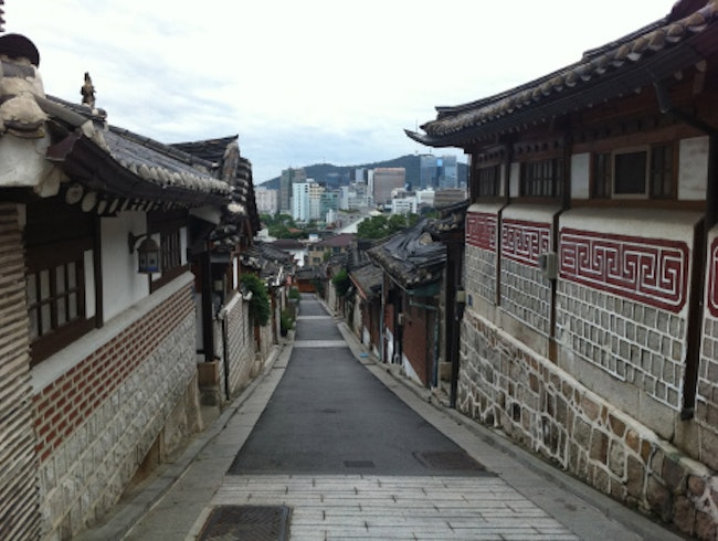Sipping Ancient Alcohol in Bukchon Hanok Village