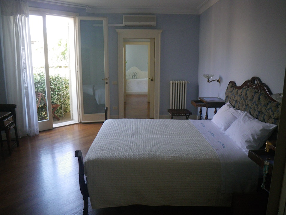Comfort, style, and an delightful breakfast every day! Ravenna  Italy