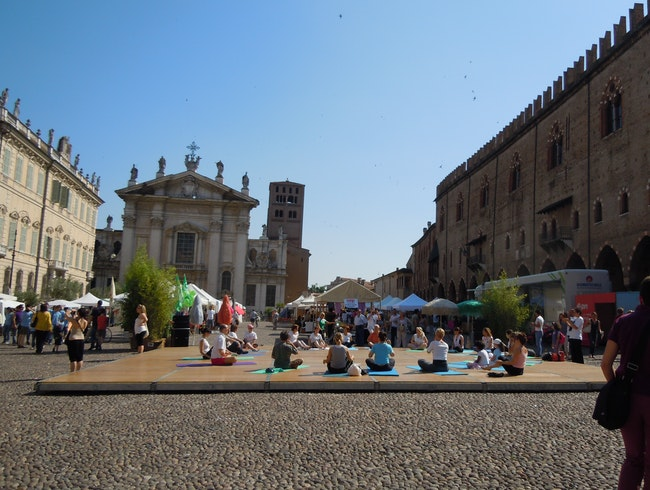 Mantova Market: Yoga, Olive Oil & Free Massages