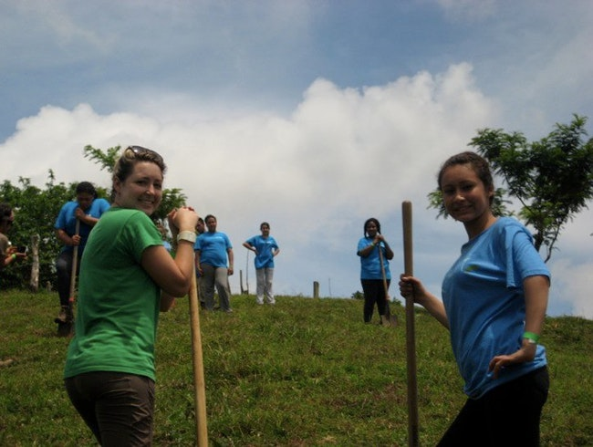 2011 Oakland students working on an organic farm in Costa Rica