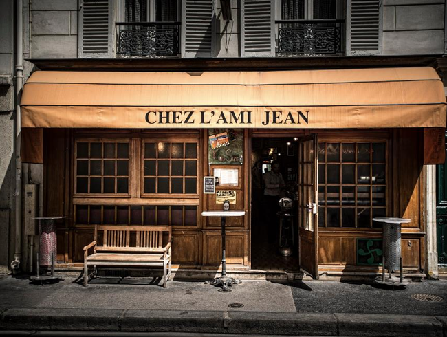A Friendly Scene at L'Ami Jean