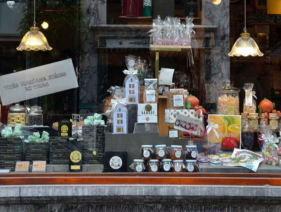 Take a Break from Brussels' Shops with Sweets and Tea