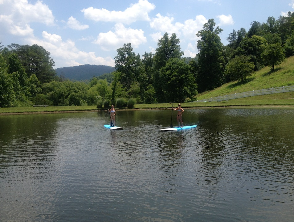 A Stand-Up Paddle Picnic in the Smoky Mountains