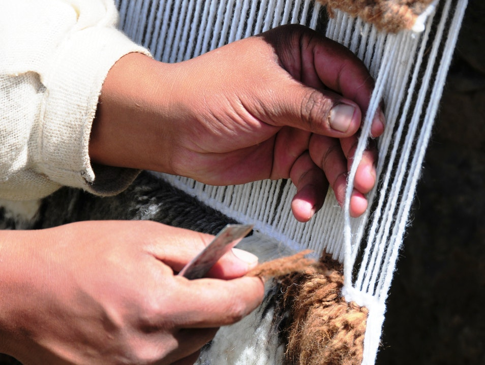 Learn to Weave the Peruvian Way