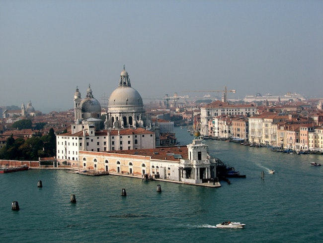 Grand Canal at the Basilica....