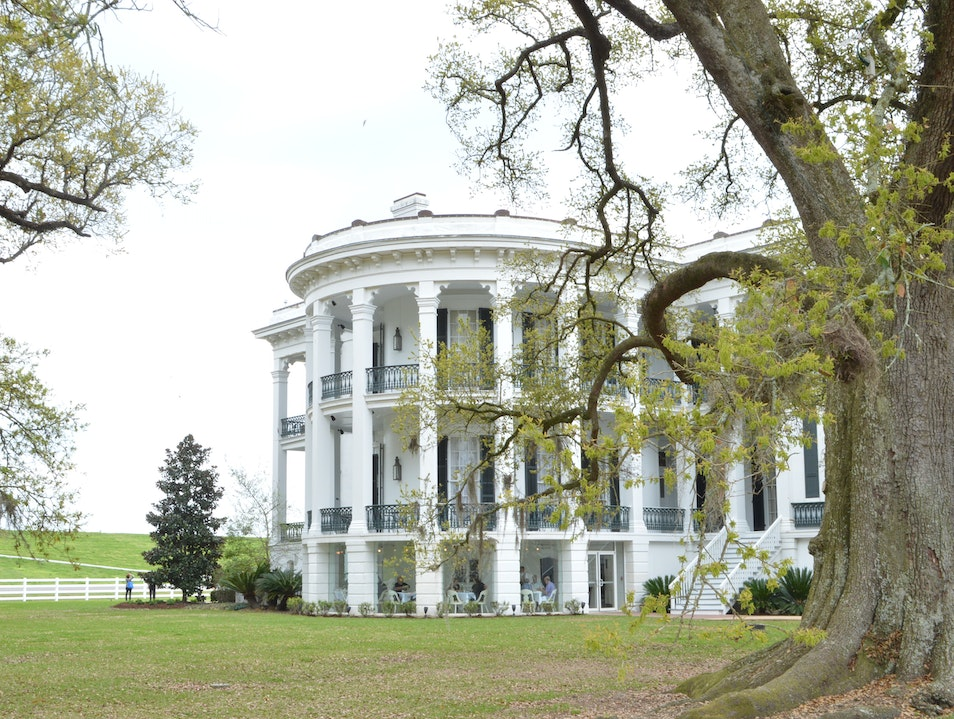 Stroll -- Or Stay At -- This Gorgeously Preserved Plantation White Castle Louisiana United States