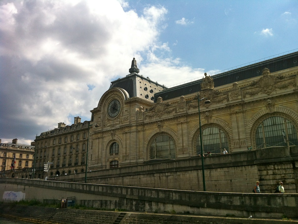 Cruising past Musee D'Orsay
