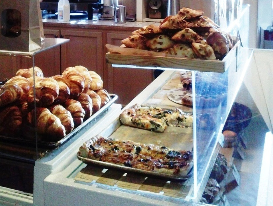 Robust Coffee, Affordable Breakfast and Lunch