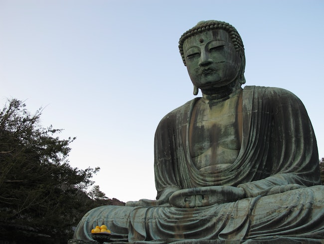 see the great buddha at kōtoku-in.