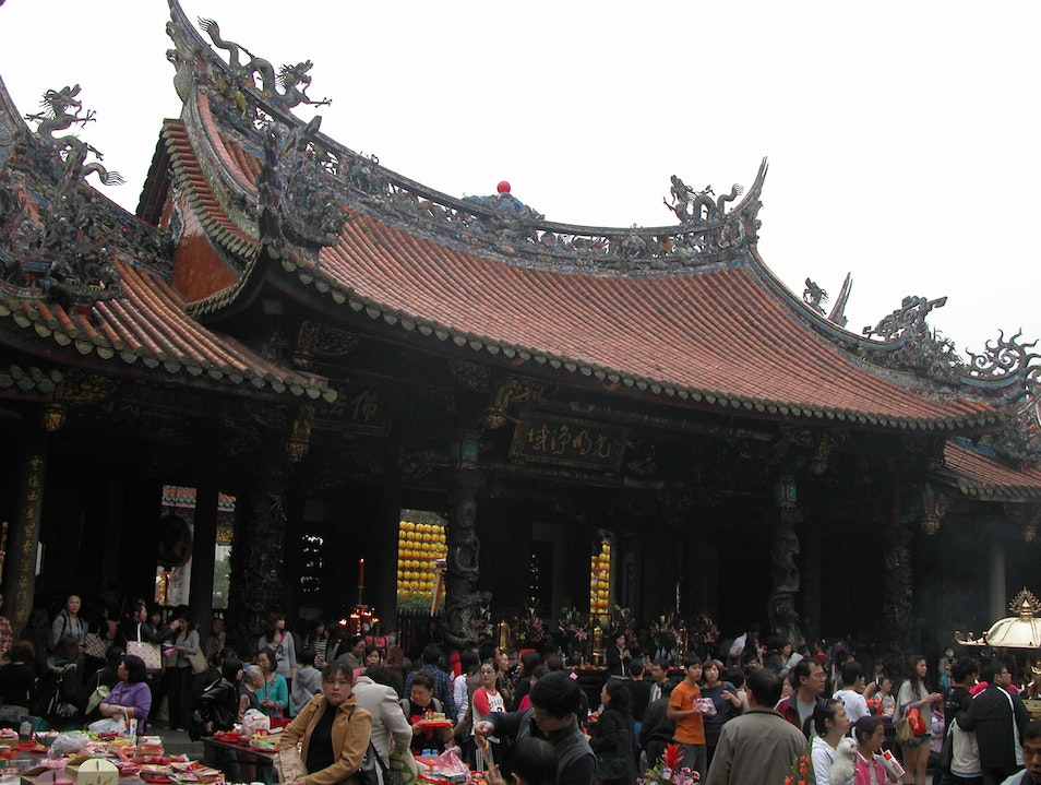 CATCH: Do your own temple hopping in Taipei Wanhua District  Taiwan