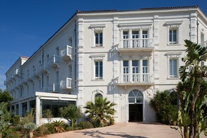 A Perfect French Riviera Getaway with Grand Hotel des Sablettes Plage, Curio Collection by Hilton