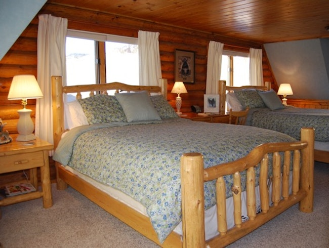 Howlers Inn Bed & Breakfast