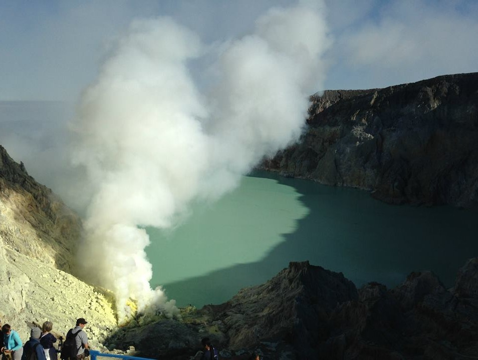 Hiking Mount Ijen and the sulphur lake
