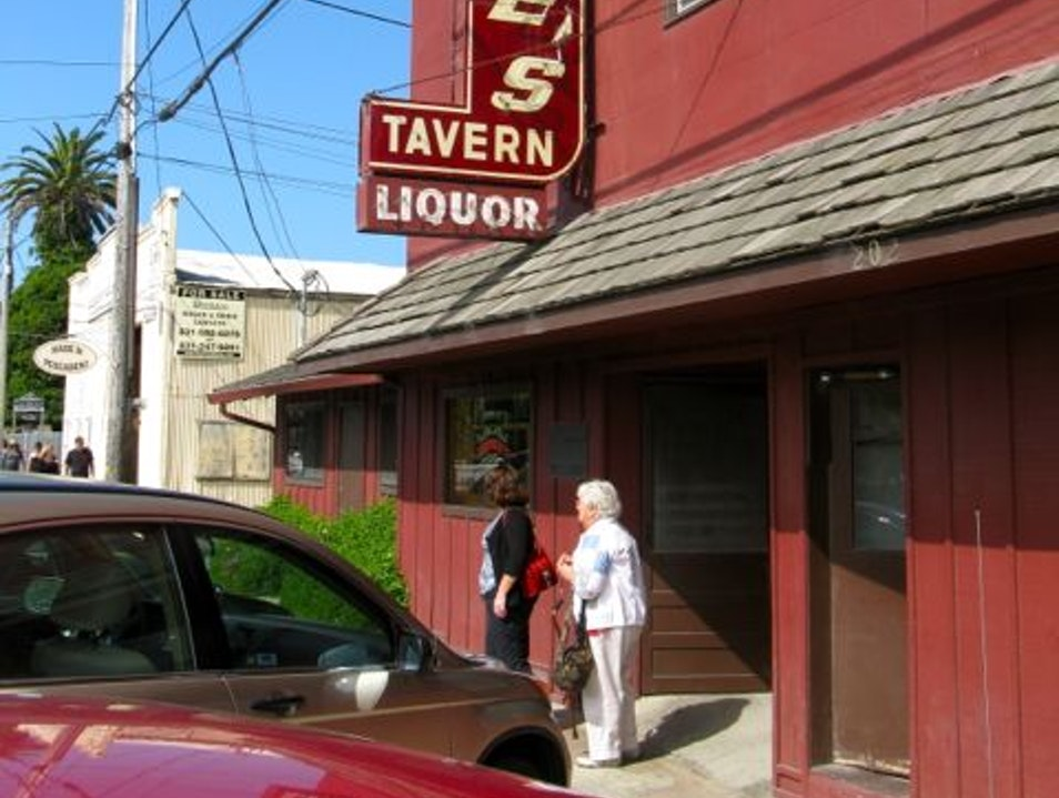 Classic tavern just off the Pacific Coast Highway