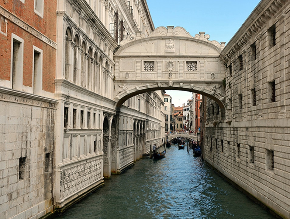 bridge of sighs venice italy afar. Black Bedroom Furniture Sets. Home Design Ideas