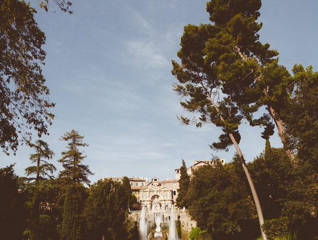 Discovering the fountains in at Villa D'Este