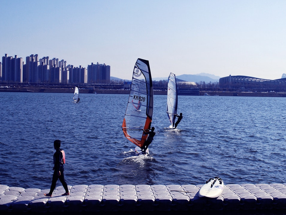 Kite Surfing on The Han River Seoul  South Korea