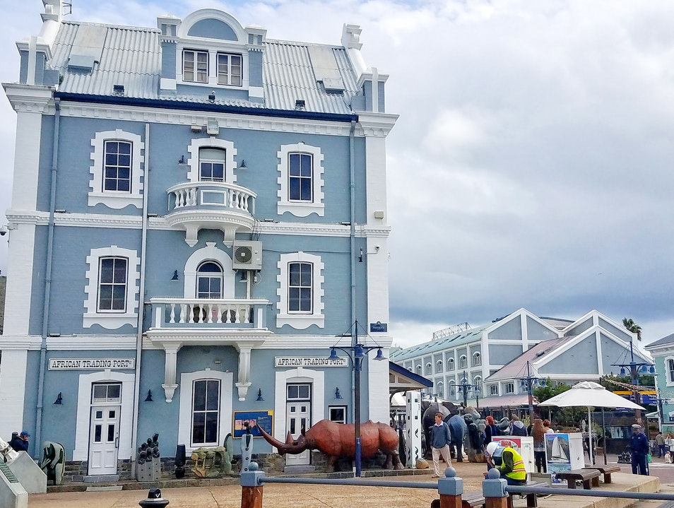 V & A Waterfront: Working Harbor with shopping & dining Cape Town  South Africa