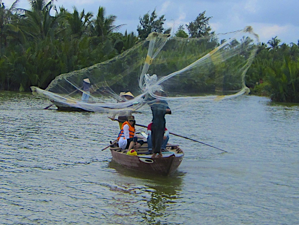 100 Ways To Catch A Fish In The River In Hoi An tp. Hội An  Vietnam