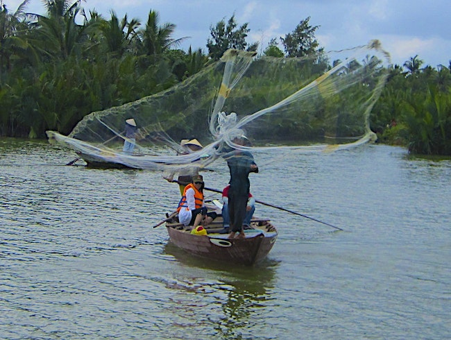 100 Ways To Catch A Fish In The River In Hoi An