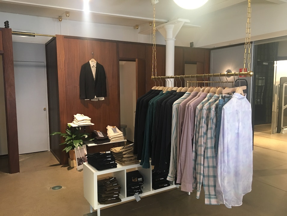 Elegant and Relaxed Men's Clothing