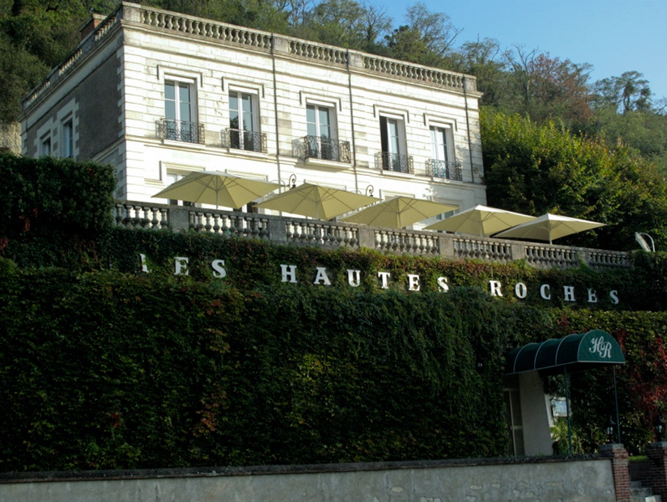 Luxury hotel situated in the cliffs Quinçay  France