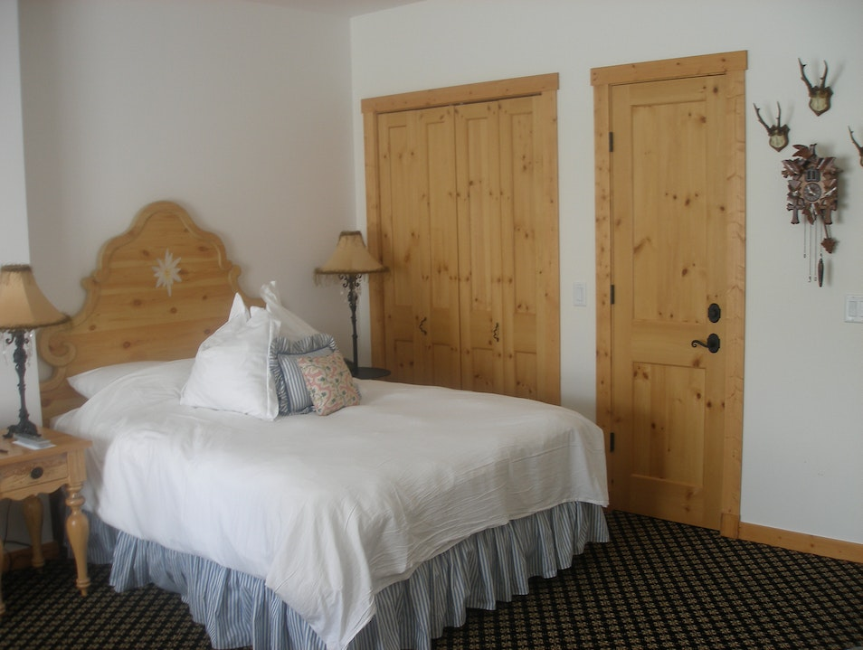 Stay & Ski in Swiss Chalet Style Lodgings in Boyne, Michigan Boyne Falls Michigan United States