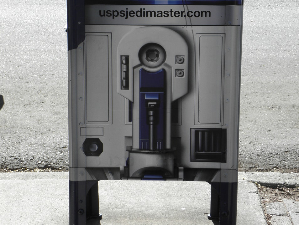R2D2 disguised as a mailbox