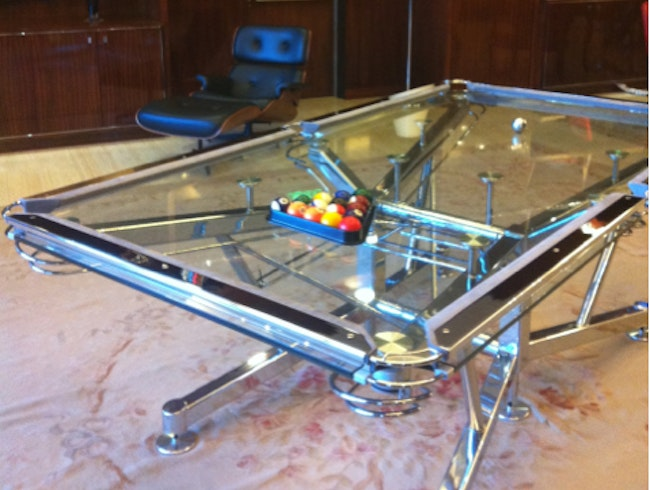 A pool table where nothing hides